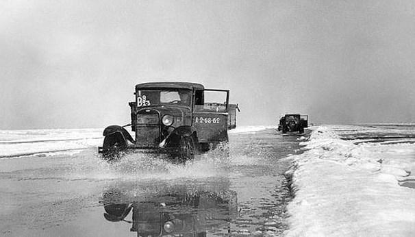 Дорога по льоді