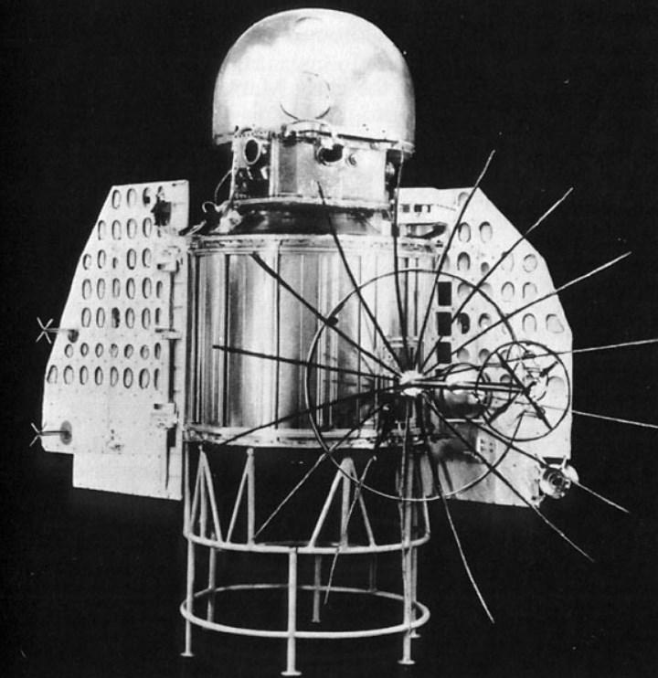 Перший космічний апарат