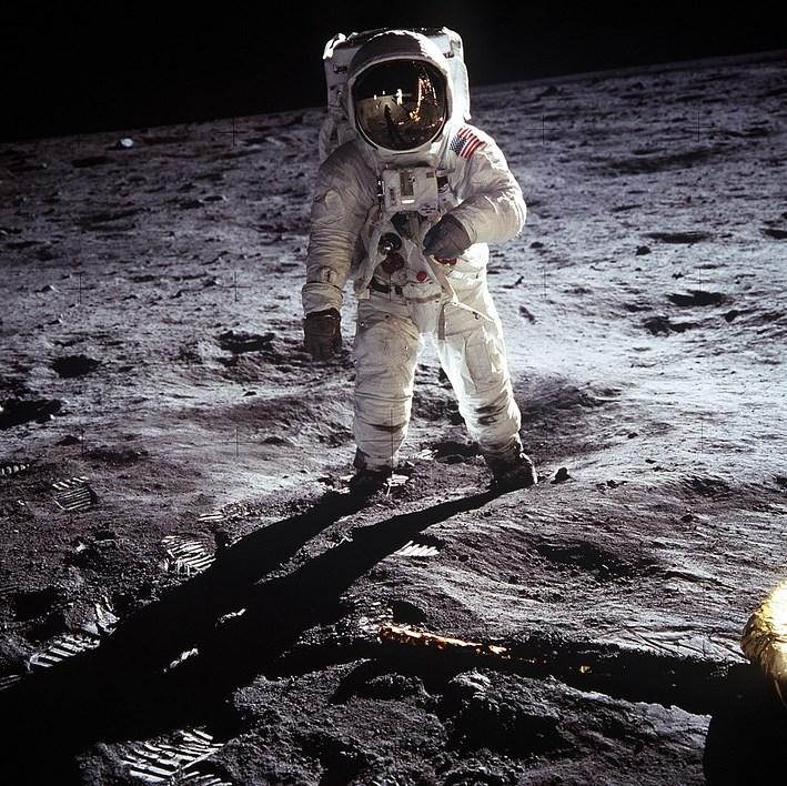 На Місяці